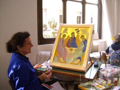 Gioia nello scrivere l'icona della trinità